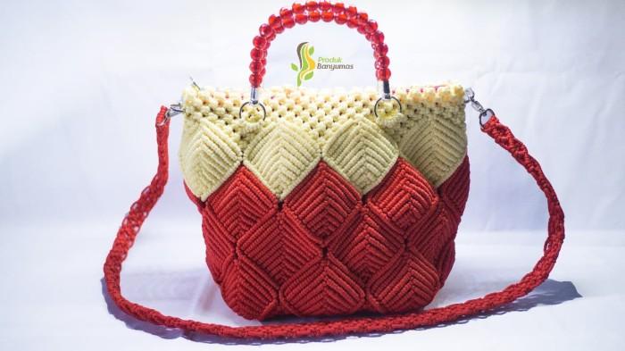 Foto Produk Tas Slempang Merah-krem Keren dari Produk Desa Banyumas