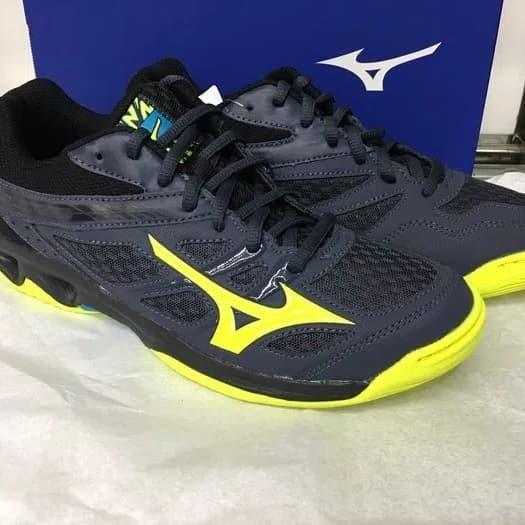 Sepatu olahraga volly badminton mizuno thunder blade black grey