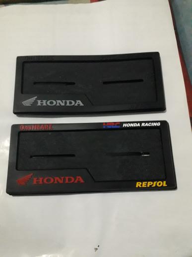 harga Cover plat nomor aksesoris body motor  honda pcx beat vario cb150r Tokopedia.com