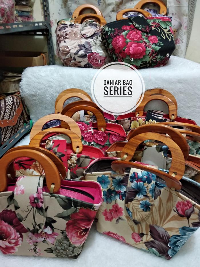 Jual Tas batik gagang kayu   tas etnik jogja   grosir tas murah ... 8e66d29991