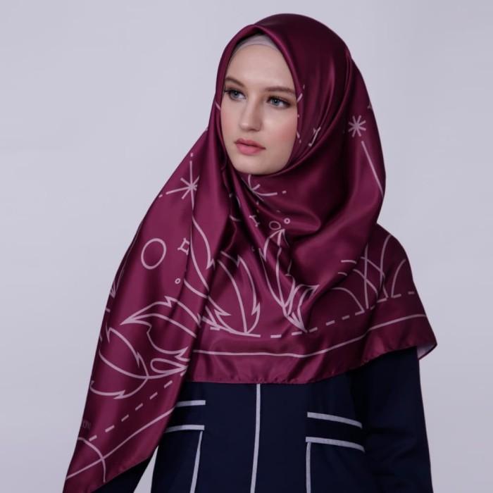kerudung satin zoya segi empat cantik - reanna scarf - maroon