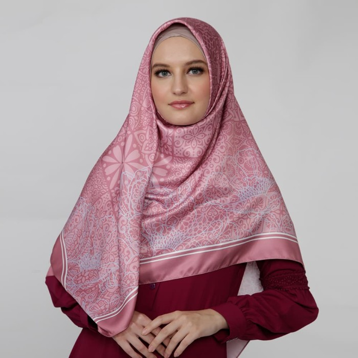 kerudung satin zoya segi empat cantik - saveria scarf - dusty pink