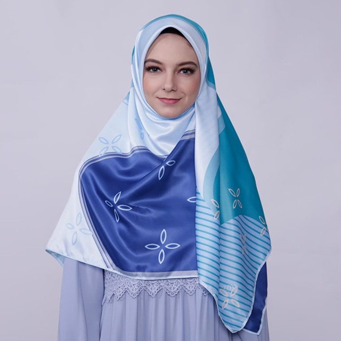 kerudung satin zoya segi empat cantik - joanna scarf - blue