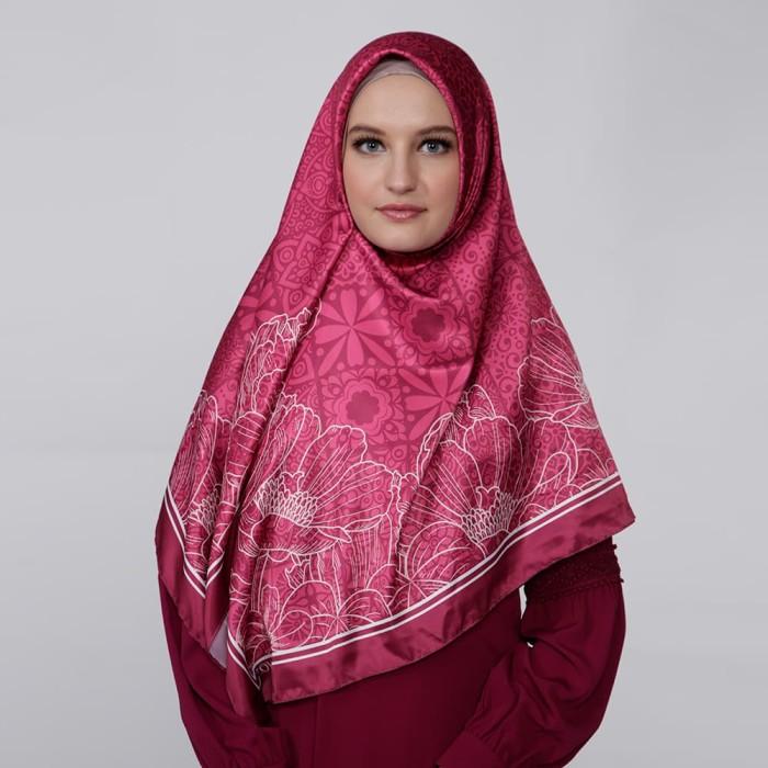kerudung satin zoya segi empat cantik - saveria scarf - magenta