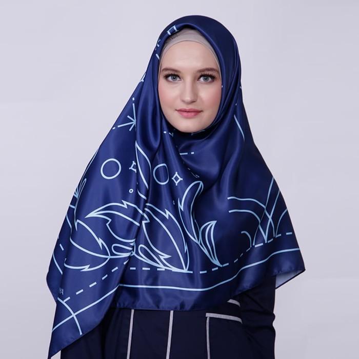 kerudung satin zoya segi empat cantik - reanna scarf - navy