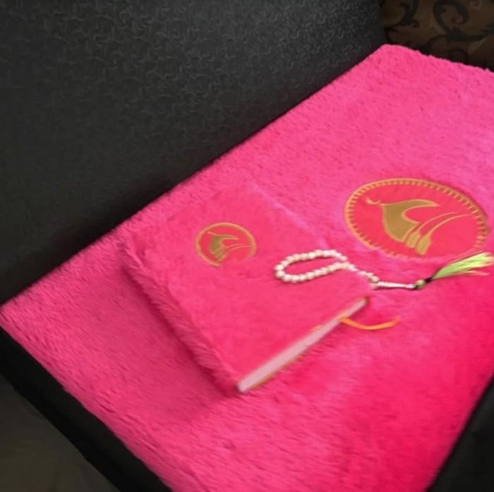 Jual Paket Sajadah Syaffa Pink Cantik Bulu Tasbih Alquran Kab Cirebon Ajwa Id Tokopedia