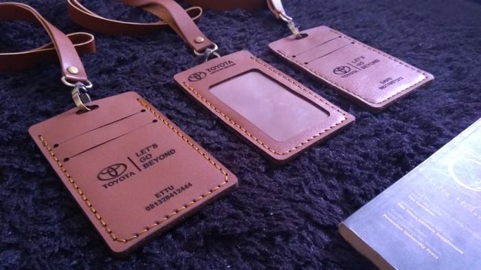 harga Custom id card holder gantungan name tag kulit asli simpel Tokopedia.com