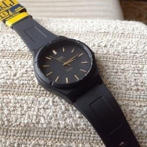 Jam Tangan QQ cowok Q&Q VQ66 analog hitam jarum emas classic retro ori
