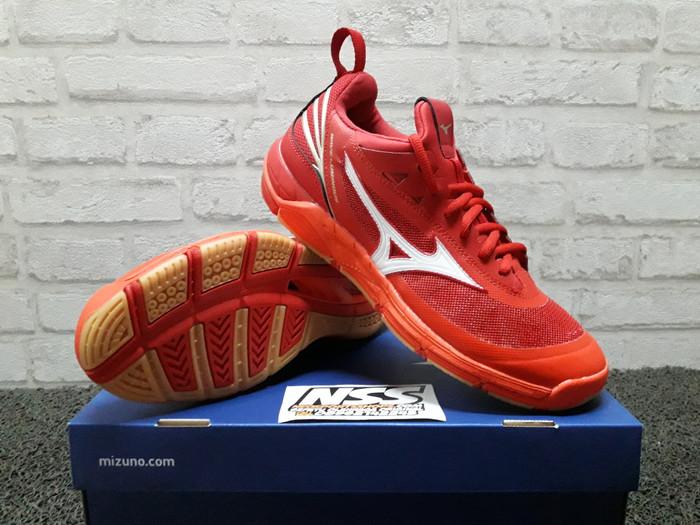 pretty nice 5a442 bff74 Sepatu Mizuno Wave Luminous 182002 voli volly volley badminton