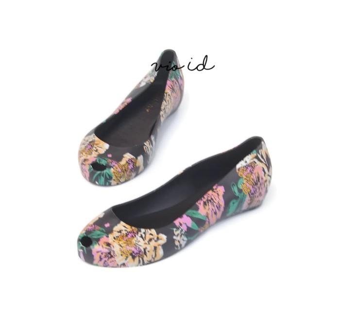 Flat Shoes Jelly Bara Bara Motif Bunga 1838MSB - Hitam, 38