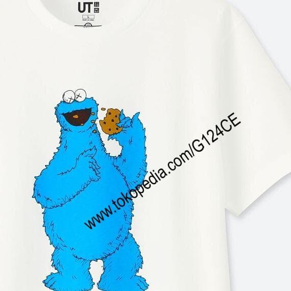 Jual KAOS PRIA UNIQLO KAWS X Sesame Street cookie monster 412759 ... e49498456