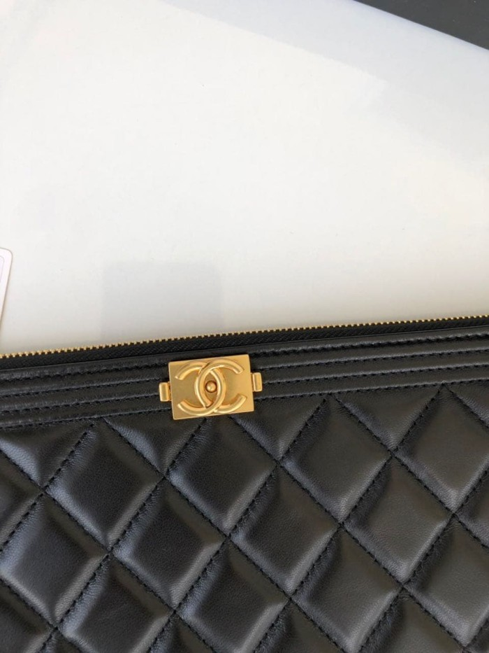2d0f45bf954fc1 Pouch Chanel Boy O Case Lambskin Quilted Medium GHW HITAM Mirror 2018
