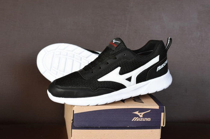 harga Sepatu sport mizuno hitam putih - running olahraga casual pria Tokopedia.com