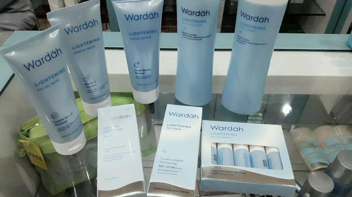 harga Wardah lightening series paket hemat tanpa scrub - step 1 Tokopedia.com