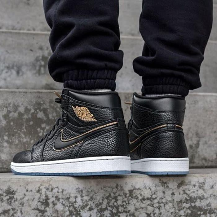 new arrival 114b7 a413f Jual TERBATAS Nike Air Jordan Retro 1 Black Gold Premium Original sepatu n  - Lben Handmade shoes | Tokopedia