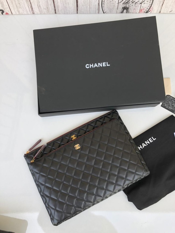 e6c4e9962255 Pouch Chanel Classic O Case Caviar Quilted Medium Mirror 2018 - Case  Lambskin