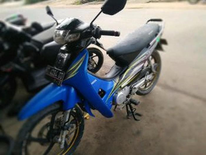 Foto Produk Striping. stiker .lis body honda supra x 2003 biru hitam kw super dari Bajuku2