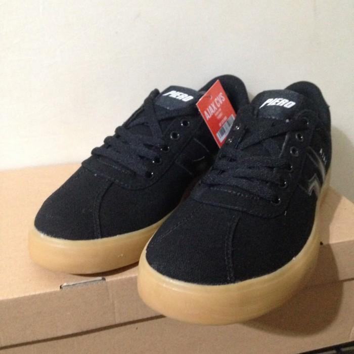 Sepatu Skate Piero Ajax Cvs Black Gum P10597 Original Bnib - Blanja.
