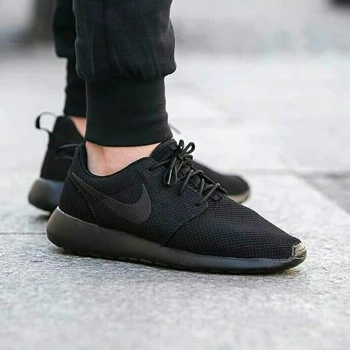 b885149ae112 ... best price harga jual sepatu nike roshe run one triple black original  made in indonesia harga
