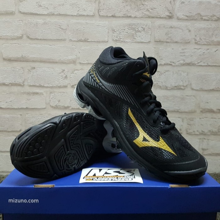 Sepatu voli Mizuno Wave Lightning Z4 Mid 180550 volly volley wlz wl z4 35b373839e