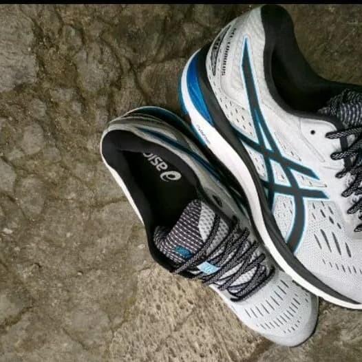 Jual Sepatu olahraga running volly asics gel cumulus 20 original ... 7768eb8e68