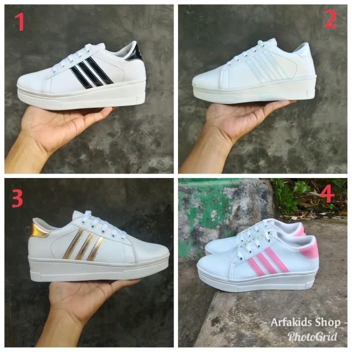 Grosir Shoes B8n31 Sepatu Kets Adidas Boots Putih List Gold Istimewa Y4b3 e0bf1b779c