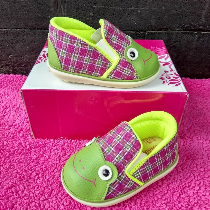harga Sepatu prewalker anak sepatu bunyi anak empuk nyaman sepatu keroppi Tokopedia.com