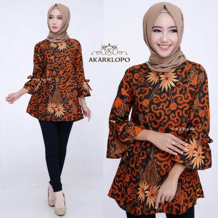 55 Gaya Baju Batik Perempuan Terbaik