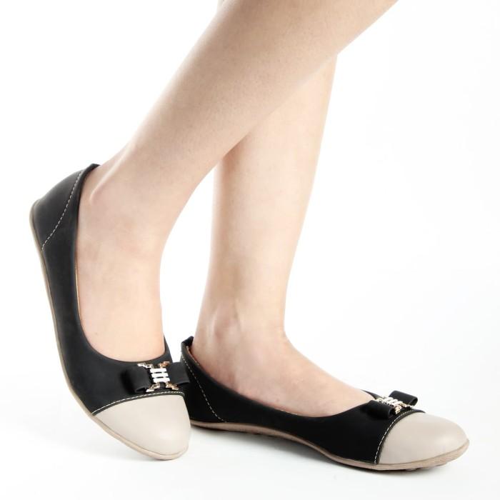 "Sepatu Wanita ""Yutaka N34"" - Hitam"