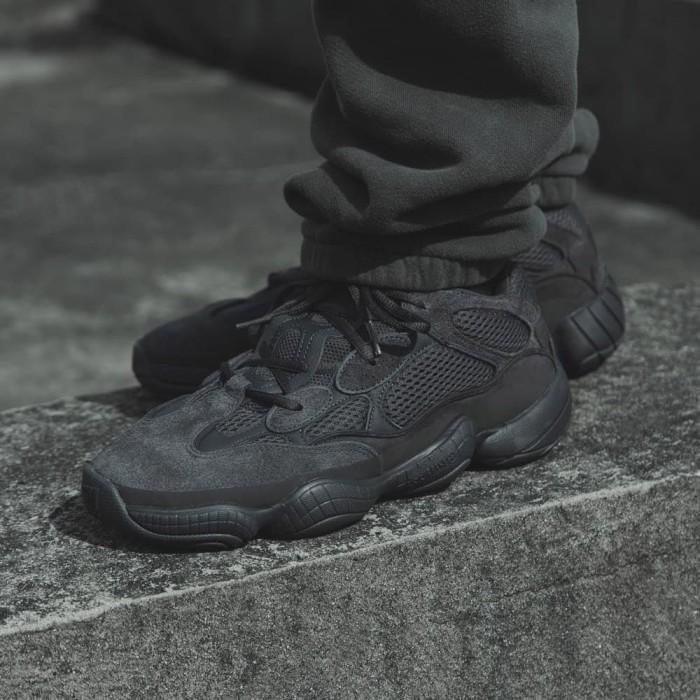 Jual Adidas yeezy 500 utility black - Menola  c045458ed