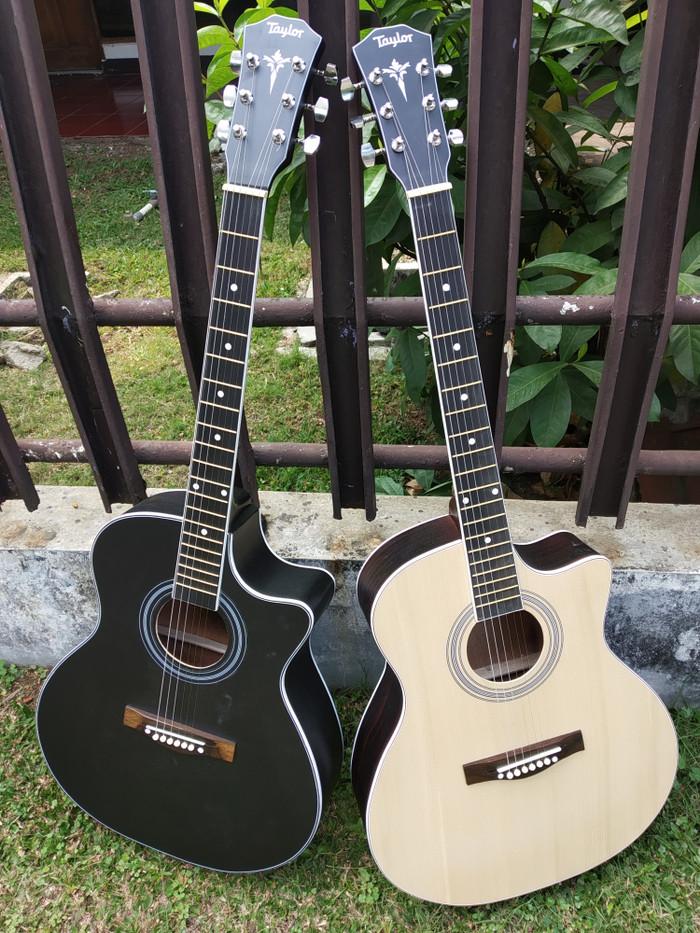 Gitar Akustik Taylor Tanam Besi Natural dan Hitam Doff