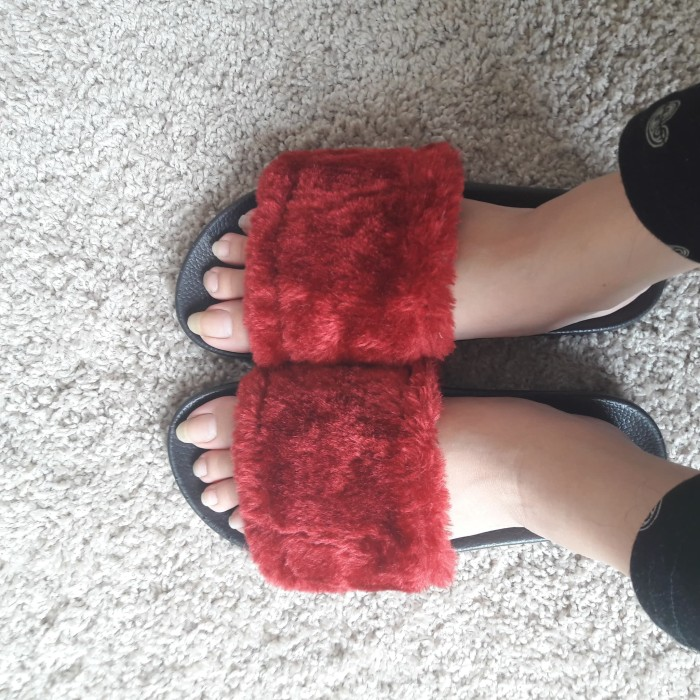 Furry Slippers in Maroon