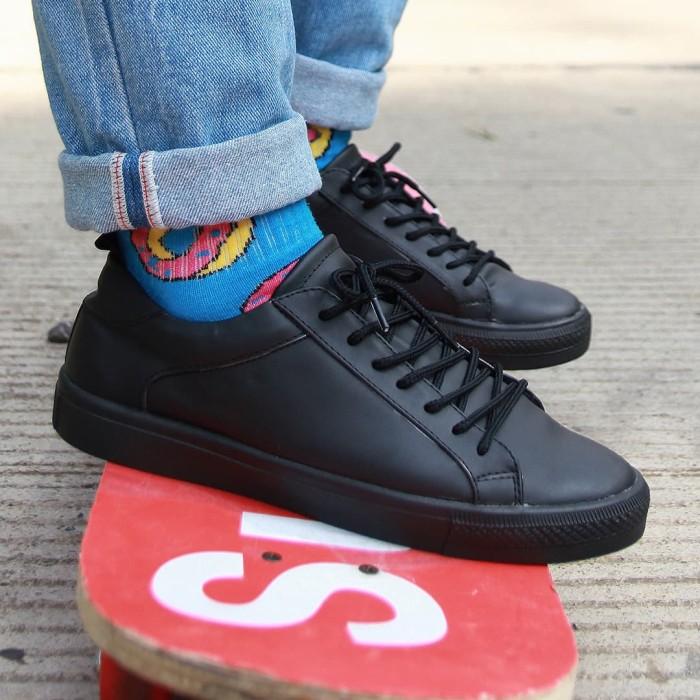 Foto Produk Sepatu Sneaker Pria Full hitam - BLAX Footwear - Hitam, 39 dari BLAX Footwear