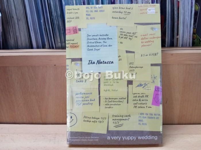 harga Metropop: a very yuppy wedding - cover baru 2018 ika natassa Tokopedia.com