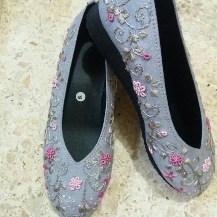 Jual Sepatu Sulam Abu Abu Muda 36 Kab Pasuruan Abaya Dan Sepatu Bordir Tokopedia