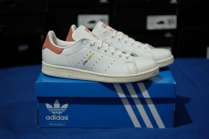 buy popular f57a6 cebe0 Jual Adidas Stan Smith White Brown ORIGINAL Sneaker for Men - Jakarta  Selatan - Rikedom STORE | Tokopedia