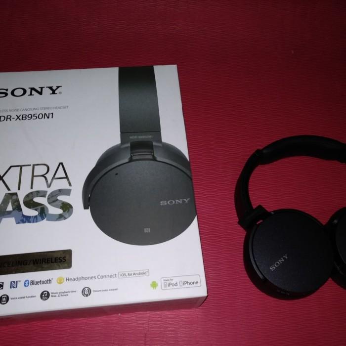 Sony Extra Bass Wireless Noise Canceling Headphone MDR-XB950N1 Hitam