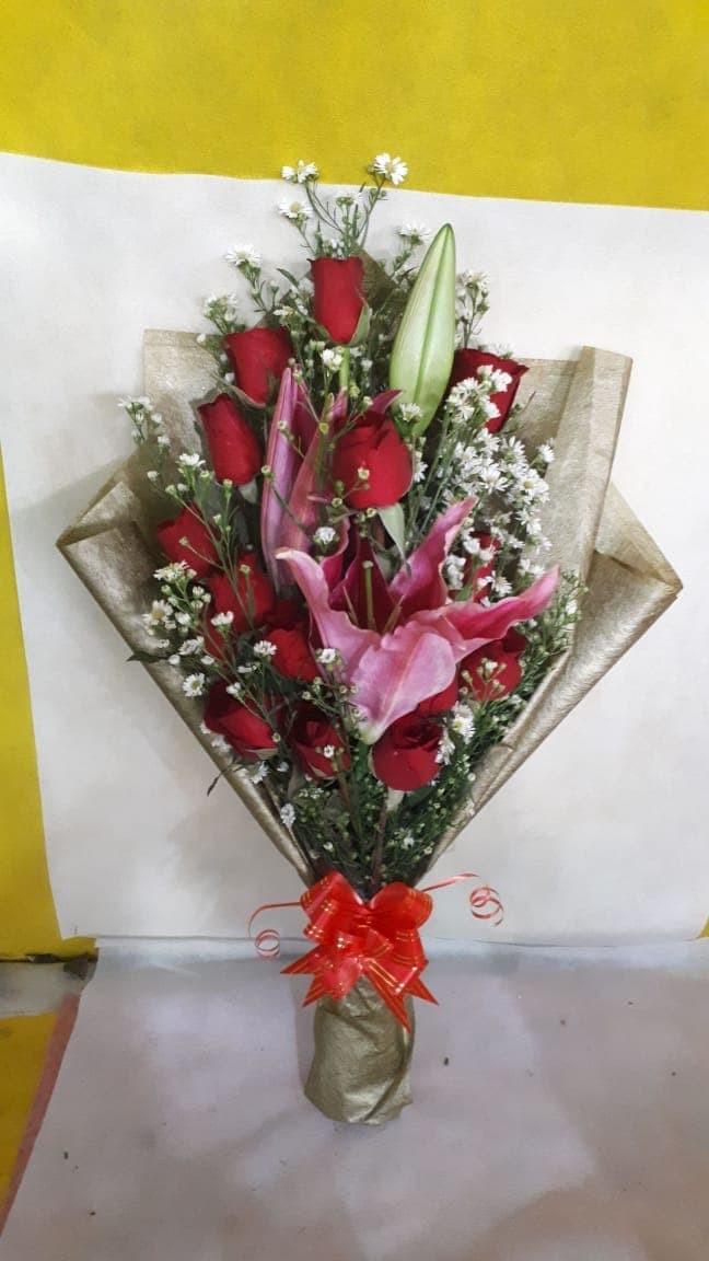Jual Buket bunga mawar merah asli mix bunga bunga lili harum ... b3b07babd7