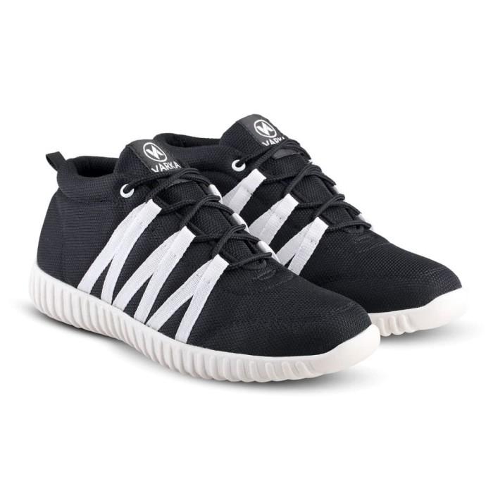 Sepatu Sneakers Kets dan Kasual Pria bisa untuk jalan santai sekolah