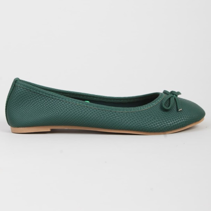 the little things she needs aina darkgreen sepatu flat - hijau 37