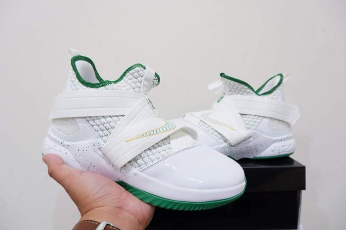 new product 7c67a b0392 Jual Sepatu Basket Nike Lebron Soldier 12 Svsm 2 Logo Kilat - Kota Batam -  grovy.sport   Tokopedia