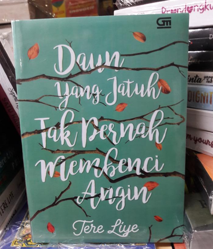 Foto Produk Novel Daun yang Jatuh Tak Pernah Membenci Angin ( Tere Liye ) dari Books_shop