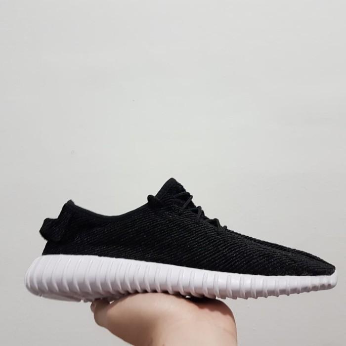 Jual Sepatu Sneaker Adidas Yeezy Boost 350 Hitam Putih Casual