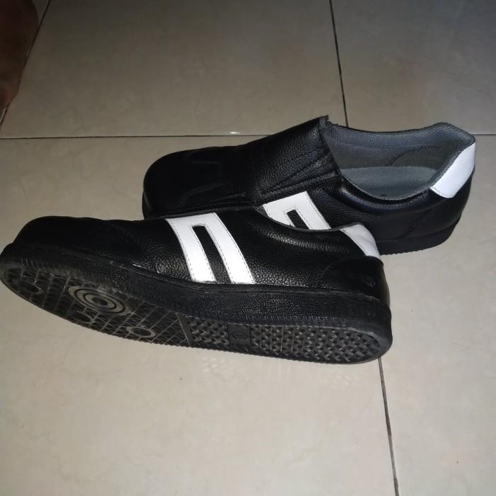 Sepatu safety ukuran kaki kecil dan diatas 46 -