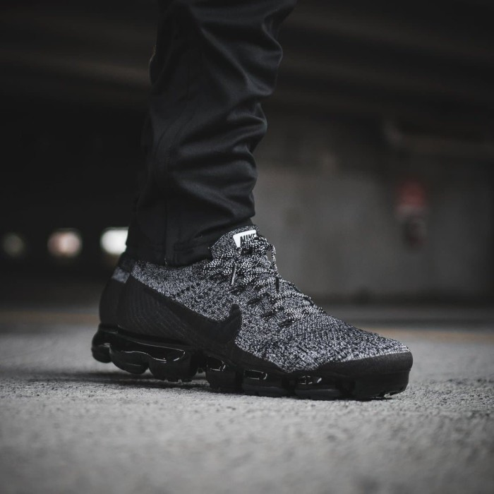 dce4218a69104 Jual Sepatu Nike Vapormax 2.0 Oreo Dark Grey Black Abu Gelap Hitam ...