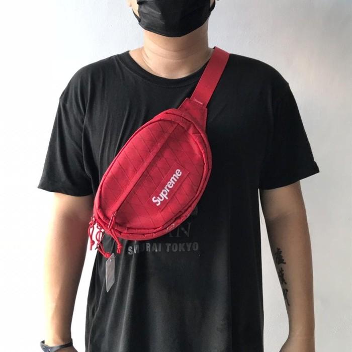 38134f8cc304 Jual Tas Supreme Waist Bag (FW18) Red   Black - Kota Administrasi ...