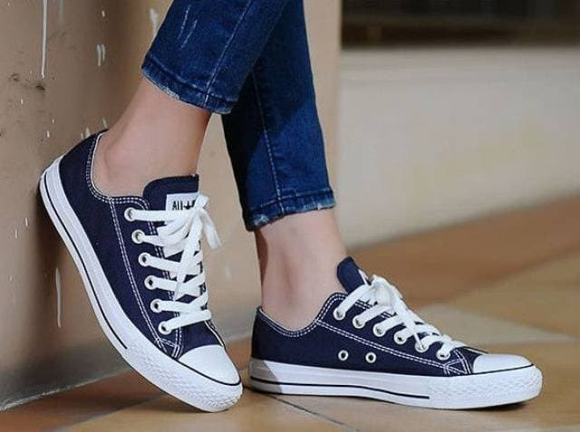Sepatu Kets Pria Wanita Converse All Star navy white Chuck Taylor - Navy 82bc83226e