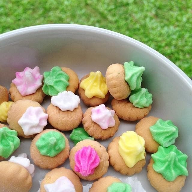 Foto Produk 300Gram Biskuit Gemrose / kue kancing Monas / snack jadul Warna Warni - Biskuit MONAS dari R_D Snack