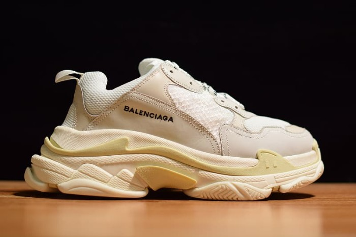 f367cd7f4ea6 Jual Balenciaga Triple S (GOD VERSION) - CREAM WHITE