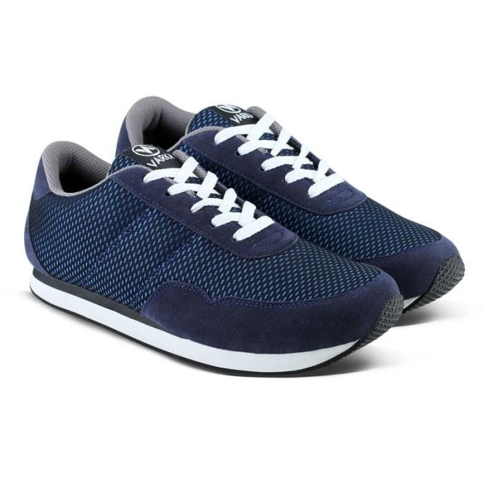 harga Sepatu Sneakers Pria Wanita Varka V 090 Sneakers Kasual Olahraga Kerja Blanja.com